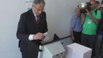 Лидерът на ДПС Мустафа Карадайъ гласува за мир и демокрация