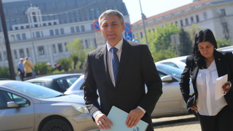 Снимка: Водач на евролистата на ДПС е лидерът на партията Мустафа Карадайъ