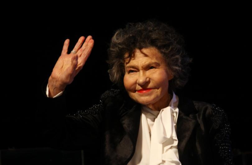 Светла й памет на Стоянка Мутафова! Отиде си един изключително