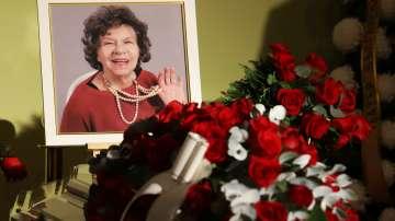 България се сбогува със Стоянка Мутафова