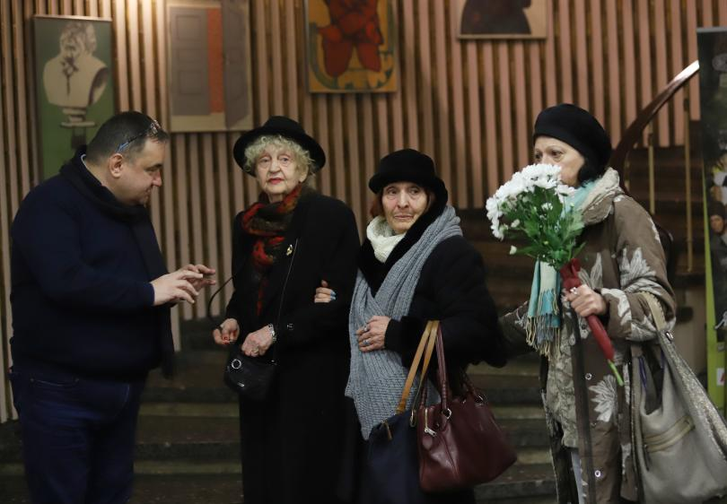 снимка 2 България се сбогува със Стоянка Мутафова