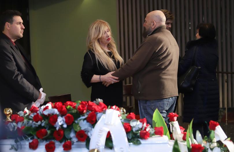 снимка 3 България се сбогува със Стоянка Мутафова