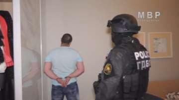 Тримата задържани от групата за рекет остават в ареста