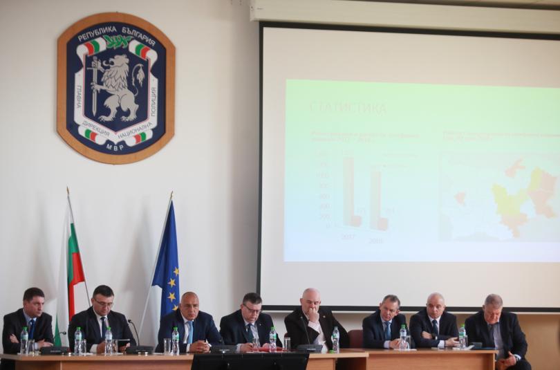 Снимка: МВР се отчете за акцията срещу телефонните измамници