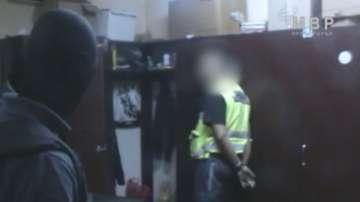 Задържаха граничен полицай за трафик на мигранти