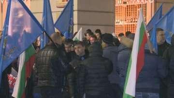 Синдикатите в МВР спират протестите