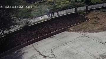 Запис от камера показва бягащ мъж от местопрестъплението в Русе
