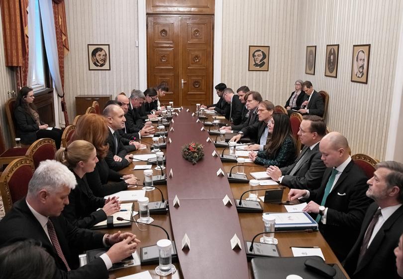 По предложение на президента Румен Радев България ще бъде домакин