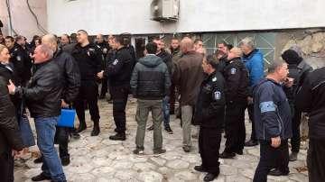 Надзиратели и съдебна охрана излязоха на протест заради недостига на средства