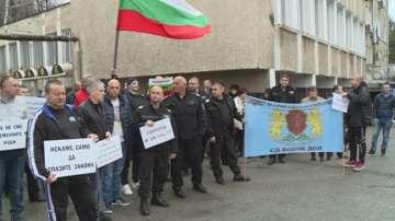 Надзирателите в затворите обмислят да възобновят протестите си