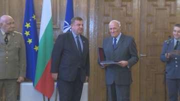 Коста Филипов с награда от Министерство на отбраната за Деня на будителите
