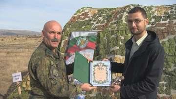Репортерът на БНТ Александър Марков получи отличие от Сухопътните войски