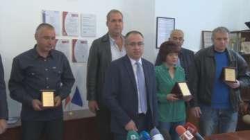 Наградиха служителите от влака София - Бургас, който се запали на гара Коньово