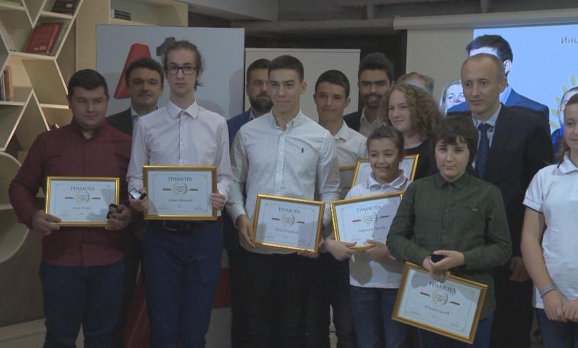 30 успели български ученици са новите