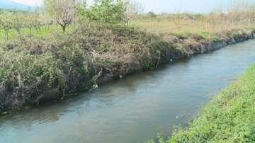 Напоителен канал край Пловдив е превърнат в сметище