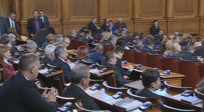 липса кворум временно отложи началото парламентарния ден