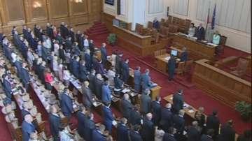 Заседанието на Парламента започна с минута мълчание за жертвите в Бургаско