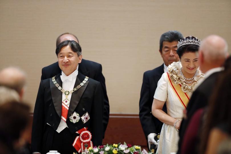 Японският император Нарухито официално се възкачи на трона. Церемонията беше