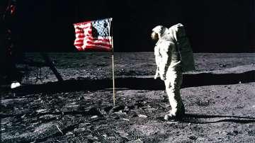 Астронавтите на НАСА ще пътуват в нови скафандри до Луната