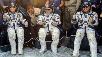 От дясно на ляво: Пеги Уитсън, Фьодор Юрчикин, Джак Фишър