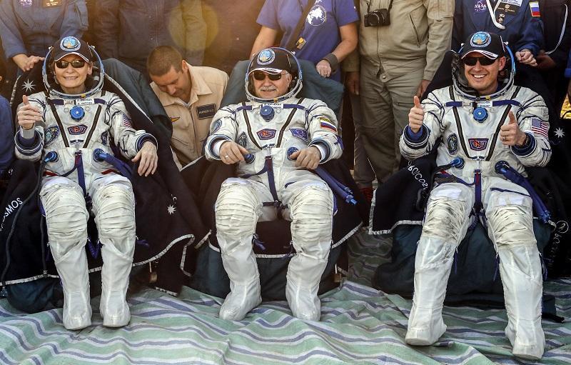 снимка 5 Американски астронавт се завърна след рекордните 665 дни в МКС (СНИМКИ)