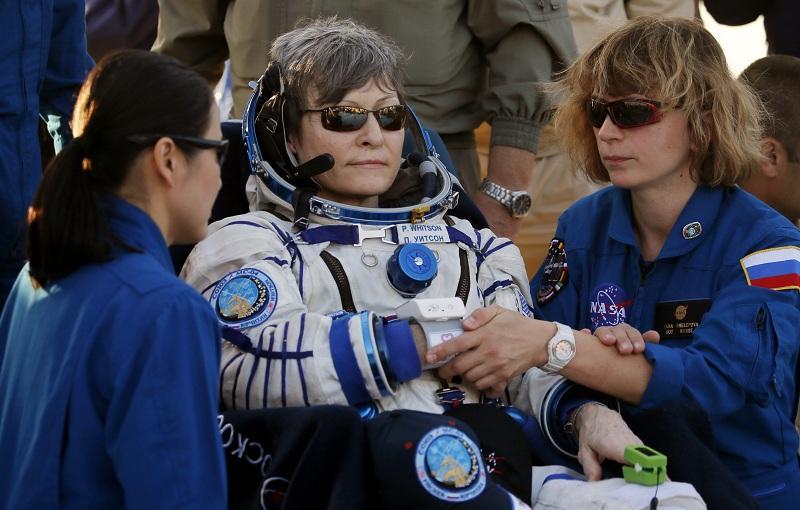 снимка 6 Американски астронавт се завърна след рекордните 665 дни в МКС (СНИМКИ)