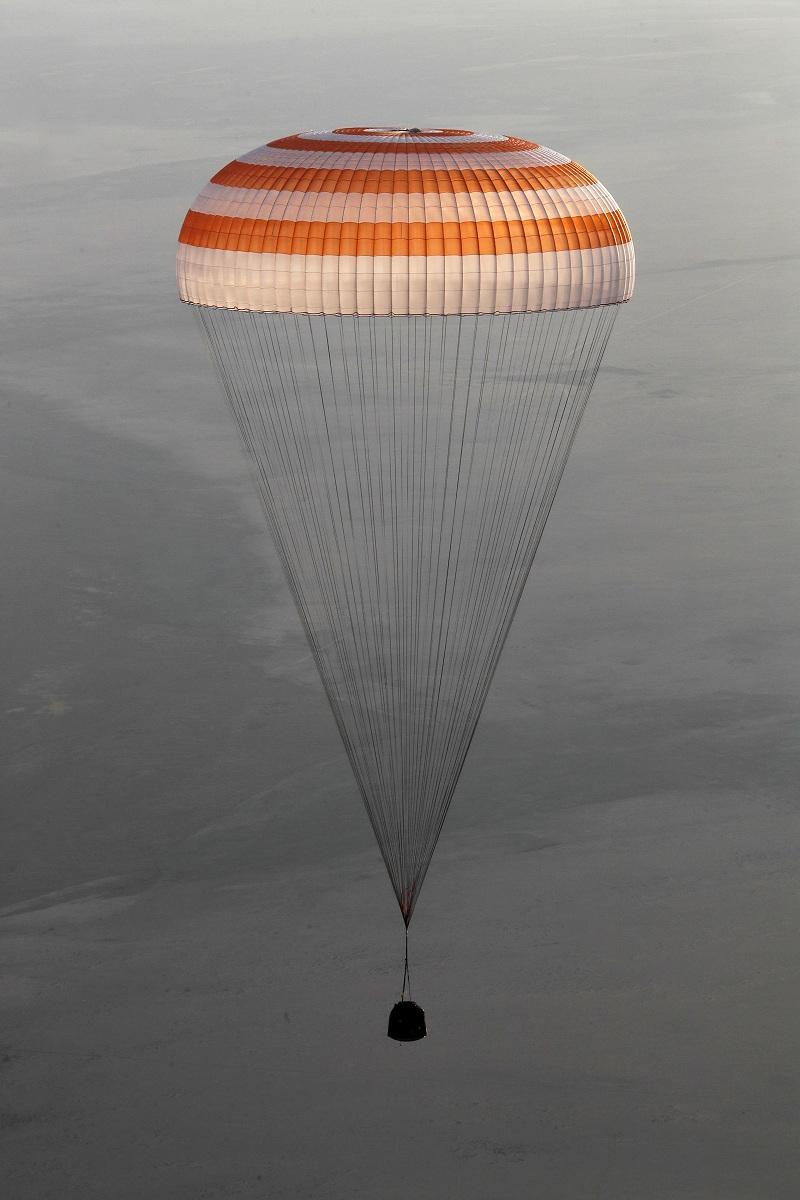 снимка 4 Американски астронавт се завърна след рекордните 665 дни в МКС (СНИМКИ)