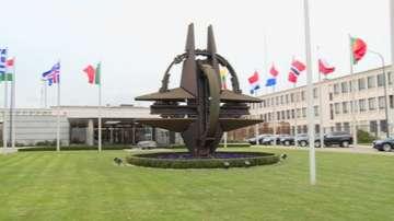 Издигат знамето на Черна гора за първи път пред централата на НАТО