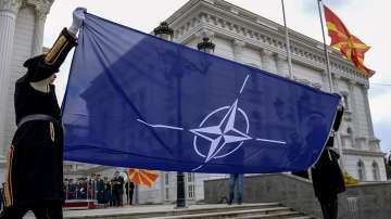 Флагът на НАТО бе издигнат пред сградата на правителството в Скопие
