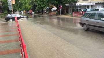 Проливен дъжд и градушка във Велико Търново