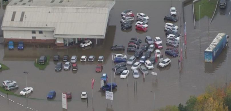 проливни дъждове предизвикаха наводнения северна англия