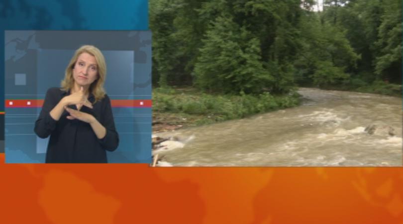 Пороен дъжд, придружен с градушка наводни централни улици във Велико