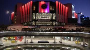 НДК светна в червенo в подкрепа на донорството