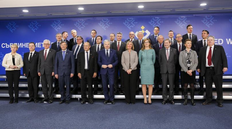 Македония очаква до края на българското председателство дата за начало