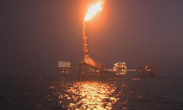Мощна експлозия избухна в нефтена рафинерия близо до Гибралтар