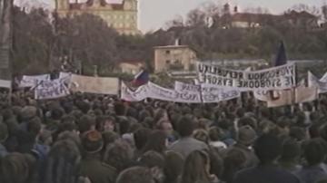 В Чехия и Словакия отбелязват 30 години от началото на Нежната революция
