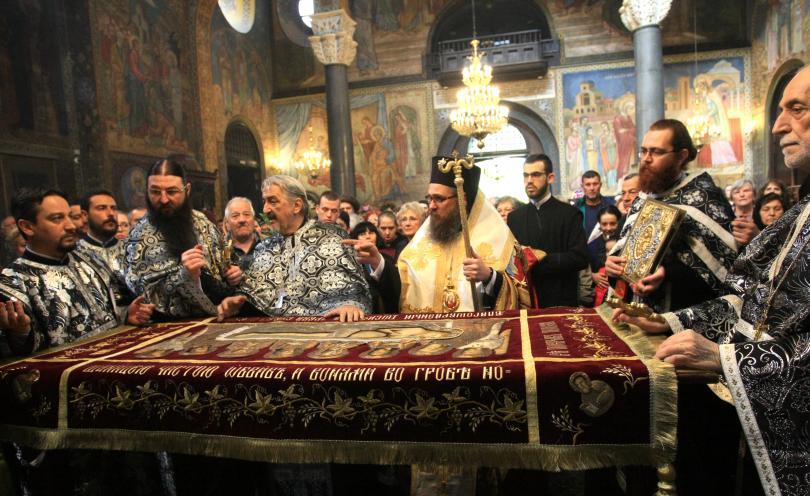 снимка 1 Патриарх Неофит оглави вечерната служба на Разпети петък