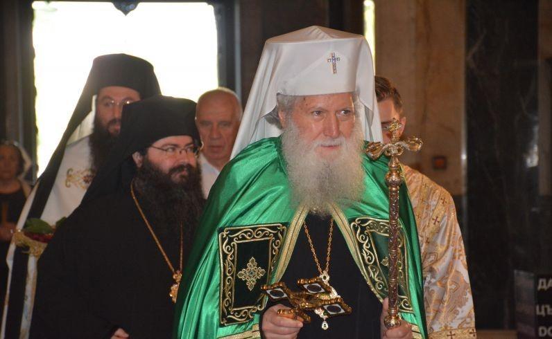 В деня, когато Православната църква отбелязва снизхождането на Св. Дух