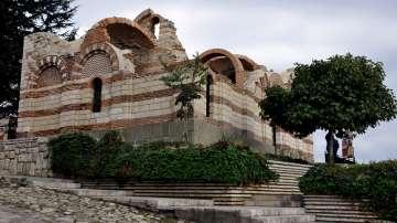 Николина Ангелкова и Ерик Рубин откриха реставрирания храм в Несебър