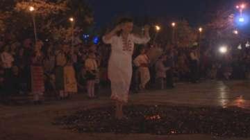 Магията на танца върху жарава