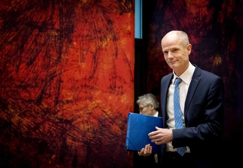 Холандският външен министър Стеф Блок заяви, че затягането на визовия режим е неоснователно и че може да усложни отношенията с Албания