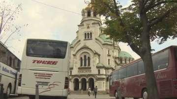 Пращат писма до туроператорите да не паркират на площад Св. Александър Невски