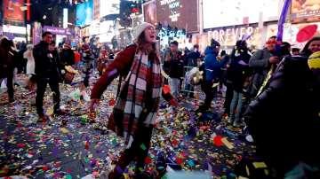 Близо един милион души посрещнаха 2017 г. на Таймс скуеър в Ню Йорк