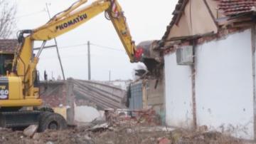 Продължава акцията по събарянето на незаконни къщи в Арман Махала в Пловдив