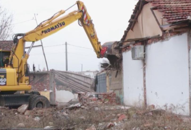 Поредна акция по събарянето на незаконни къщи в пловдивския район