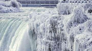 Ниагарският водопад представи леден спектакъл на посетителите си (СНИМКИ)