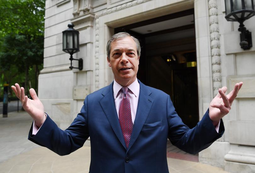 Големият победител на изборите във Великобритания е евроскептикът Найджъл Фараж