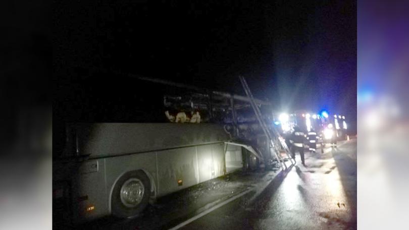 снимка 1 Автобус с 51 пътници се запали в движение край село Маринка