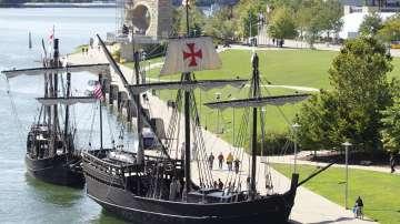 Копия на кораби на Христофор Колумб плават край бреговете на щата Ню Йорк