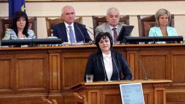 Нинова кани всички жени от парламента в кампанията